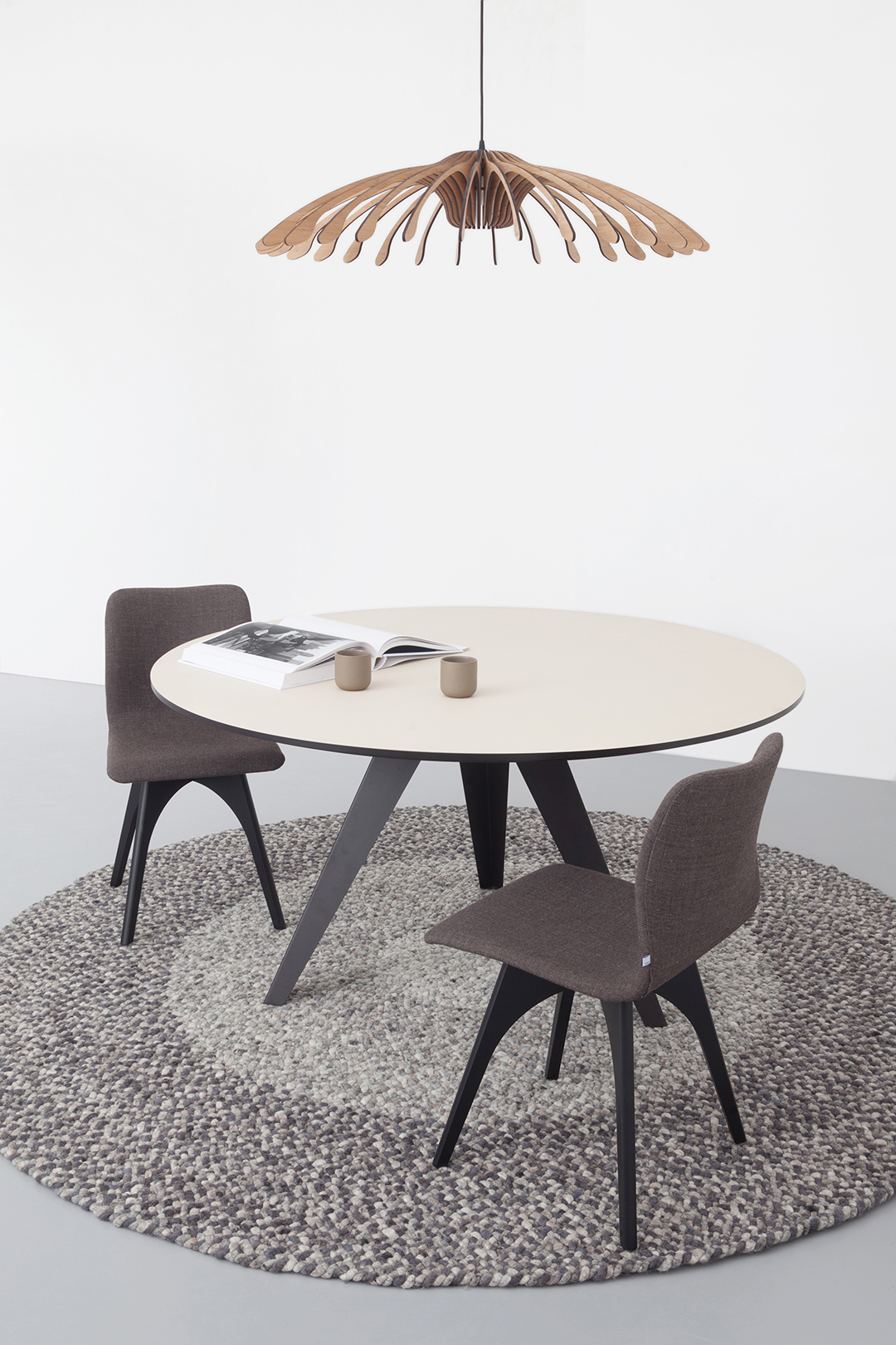 Welp Round dining table Belly l Kees Marcelis l Odesi. Your Dutch Design. LW-94